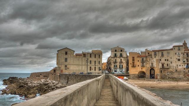 Ingresso a Cefalù in Sicilia.