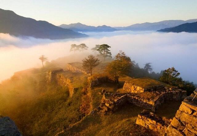 Il castello di Takeda tra le nuvole