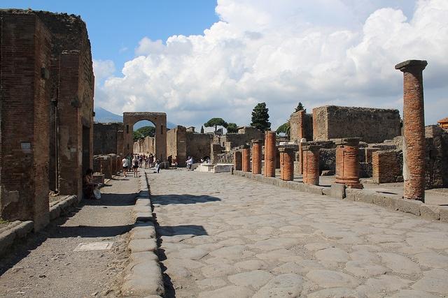 Strada all'interno del sito archeologico di Pompei