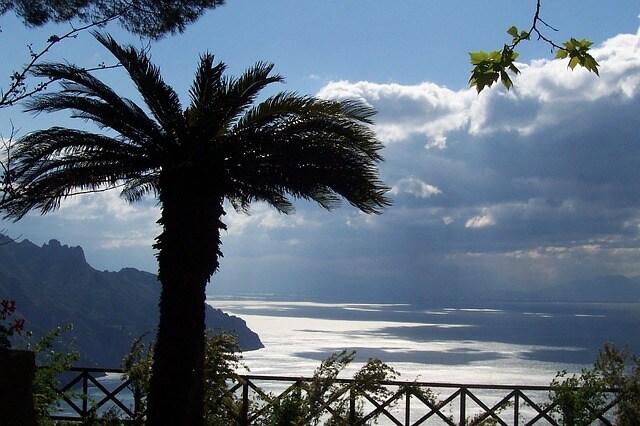 Vista da Villa Cimbrone a Ravello, Costiera amalfitana, Salerno.