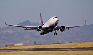 """Regole di """"classe"""" in aeroporto: atterrerà prima chi avrà pagato di più"""