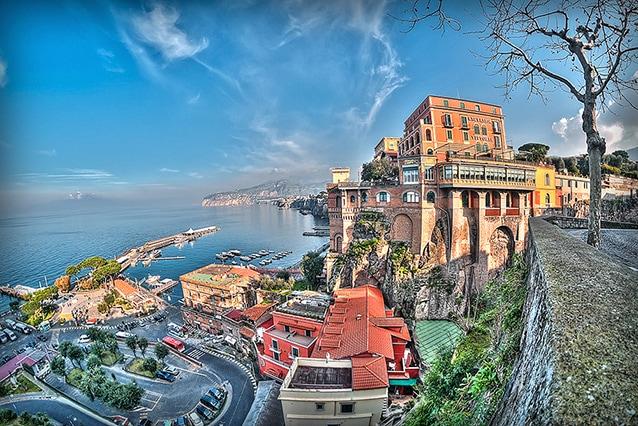 Foto in HDR della Marina piccola di Sorrento, in provincia di Napoli.