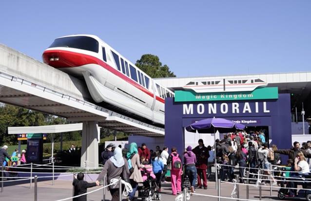 Coda al Monorail (Foto @Ilaria Vangi/Fanpage.it).