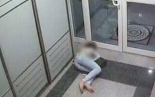 Hostess ubriaca viene umiliata dal suo capo