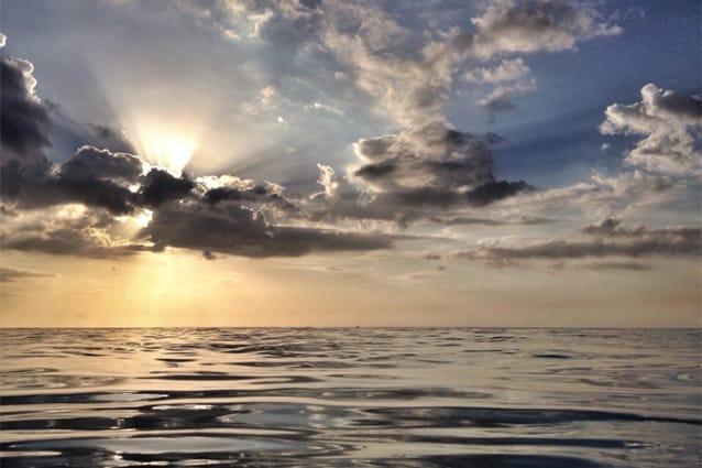 Il Sole tramonta nel mare della Giamaica (Foto @Fanpage.it/Ilaria Vangi).