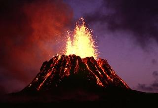 In elicottero sui vulcani più attivi e pericolosi