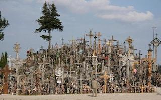 Un inquietante luogo di pellegrinaggio: la collina delle croci di Šiauliai