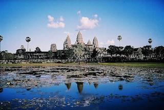 Foto ricordo nude tra i templi di Angkor: arrestate due sorelle