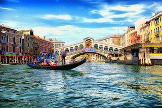 Venezia accusata di discriminazione tra residenti e turisti: anche il bagno costa di più