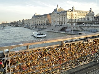 Parigi, via i lucchetti dell'amore: Pont des Arts come Ponte Milvio