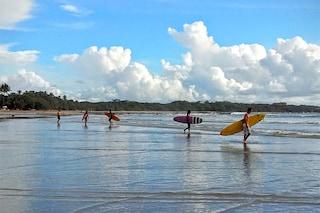 Il dilemma di Tamarindo in Costa Rica: spazio ai surfisti o ai coccodrilli?