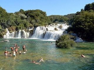10 luoghi incontaminati dove nuotare in Italia