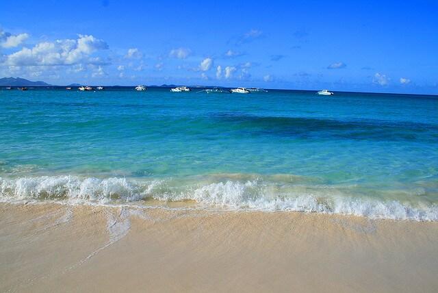 Cove Bay di Anguilla, Caraibi (Foto Flickr).