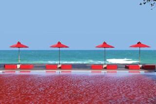 La piscina dalle acque rosso sangue