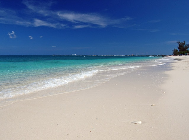 Seven Mile Beach, Grand Cayman (Foto di James Willamor).