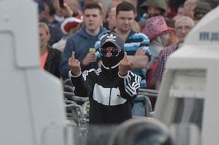 Belfast, easyJet consiglia di vedere la parata (spesso violenta) dei lealisti, poi si scusa