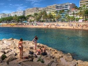 "Spiaggia di Cannes, decima città più ""antipatica"" (Foto da Flickr)."