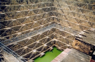 La sorprendente bellezza delle cisterne d'acqua indiane