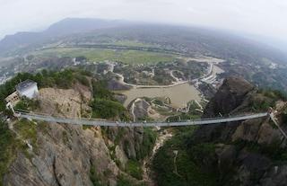 Cina: il ponte di vetro più lungo del mondo