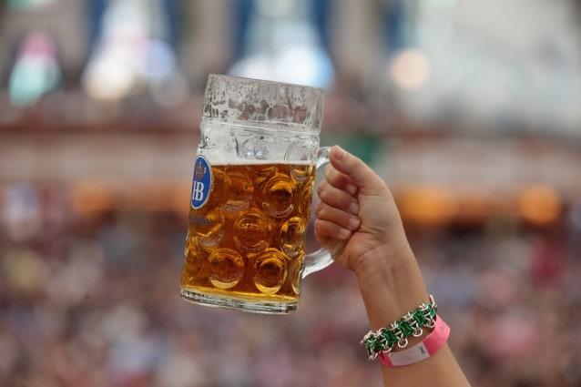 Oktoberfest, una Mass di birra costerà almeno 10 euro.