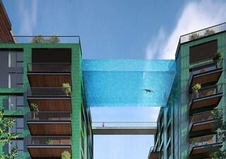 Galleggiare nei cieli di Londra nella piscina da un milione di sterline