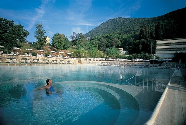 Grotta Giusti, piscina esterna [foto Ufficio stampa].