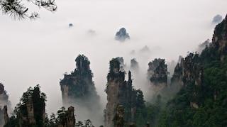 Montagne di Tianzi: giganti di roccia tra verde e nuvole