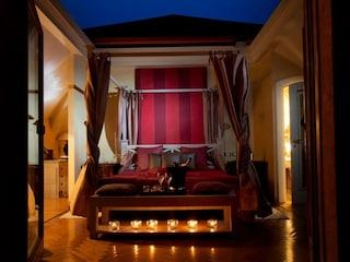 Dormire sotto le stelle nella Cabriolet Suite del Resort L'Albereta
