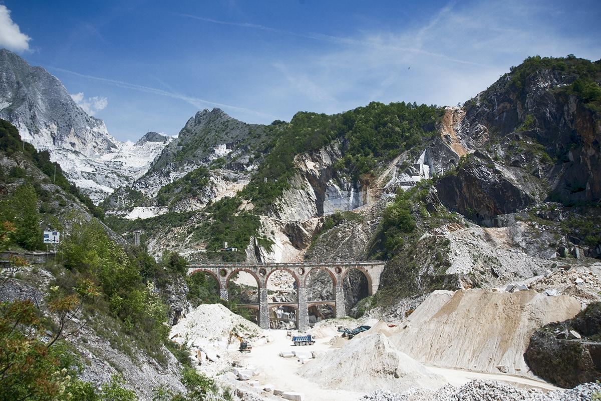 Scavi a Carrara (CC BY 4.0 @fanpage.it/Ilaria Vangi).