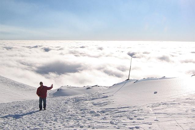 Neve sull'Etna (Foto da Wikipedia).