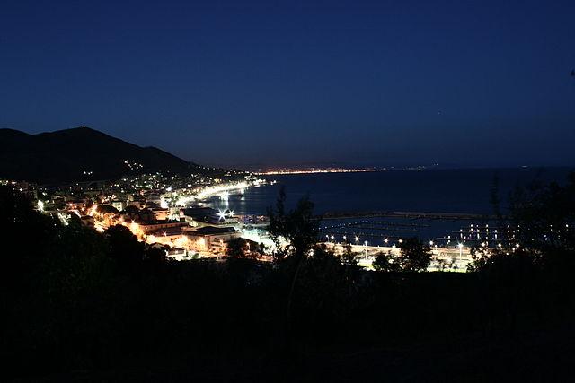Varazze notturna – Foto Wikipedia