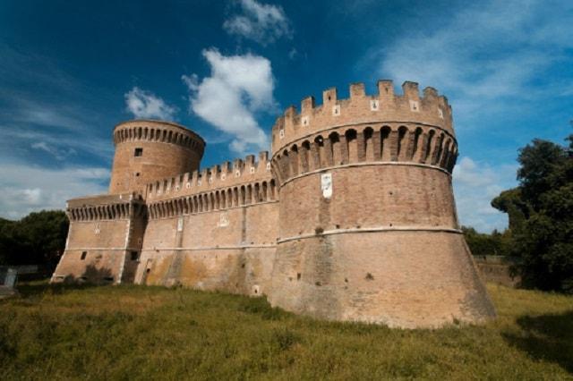 La Rocca di Ostia (o castello di Giulio II).