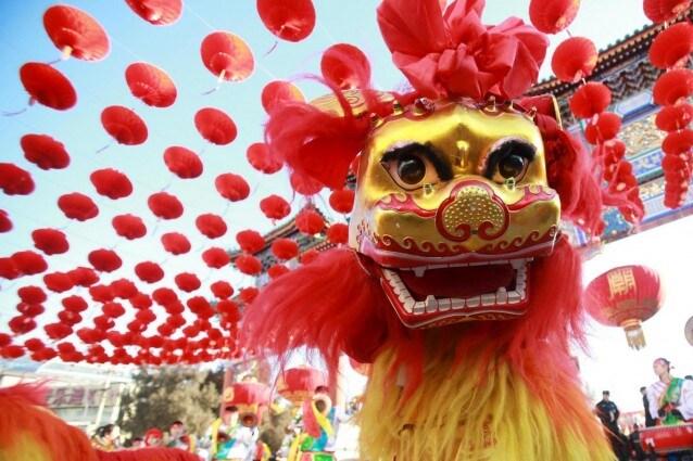 Danza del Leone a Pechino – Foto Lapresse