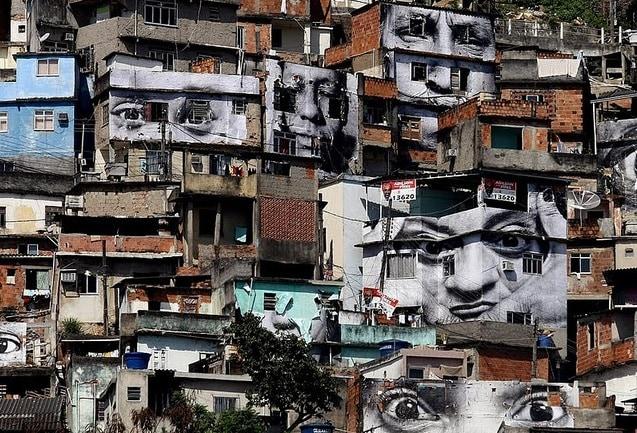 Case nella favela di Rocinha. Foto da Flickr