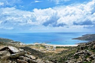 Vacanze ad Ios, l'isola della Grecia dove la movida non si ferma mai