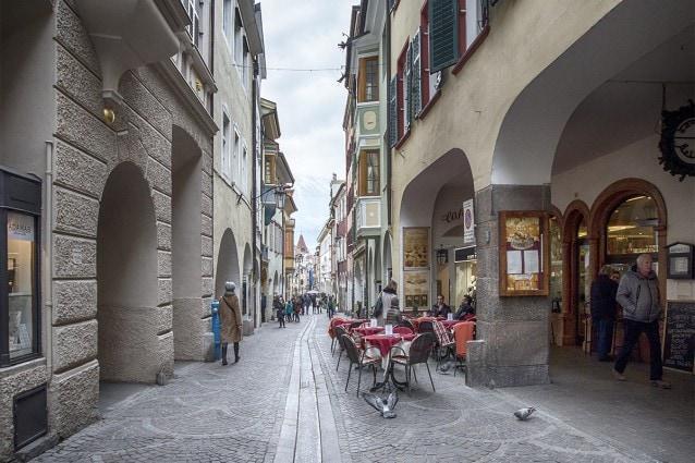 Passeggiata sotto i Portici di Merano [@Fanpage.it/Ilaria Vangi]