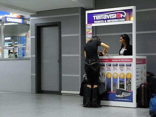 Box Terravision all'aeroporto di Ciampino – Foto di Isriya Paireepairit
