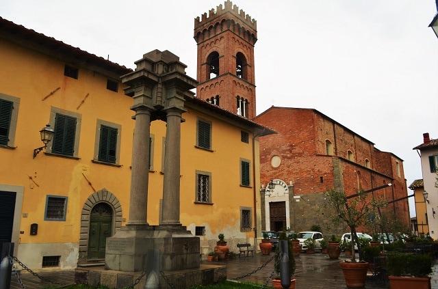Montecarlo di Lucca, Chiesa di Sant'Andrea e Piazza