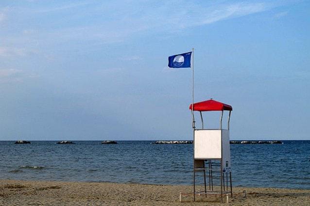Spiaggia di Cesenatico conBandiera Blu (Foto Wikimedia Commons)