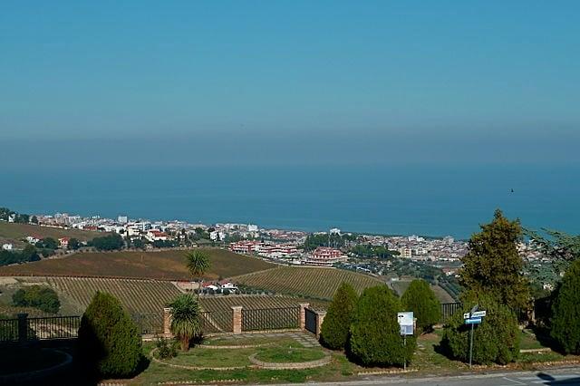 Vista di Tortoreto Lido dal centro storico – Foto Wikimedia Commons