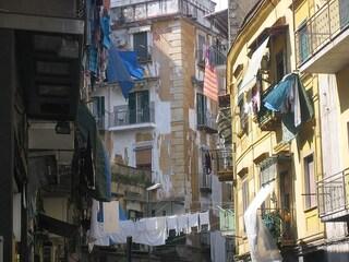 Sanità a Napoli: visita unica nel macabro sottosuolo del Rione