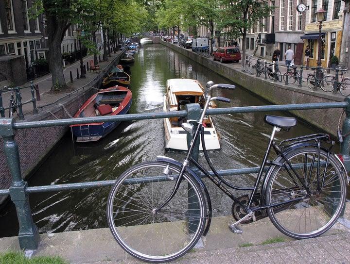 Bici ad Amsterdam – Foto Wikimedia Commons