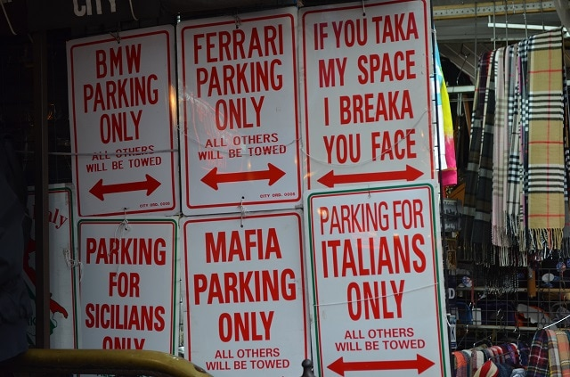 Negozi di souvenir a Little Italy, Manhattan