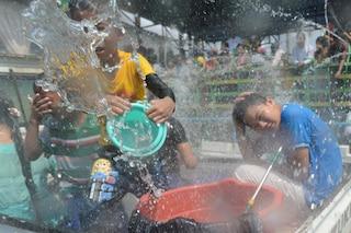 Gavettoni a Capodanno: le bizzarre celebrazioni in Birmania