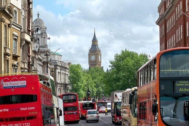 Bus turistici a Londra – Foto Wikipedia