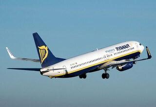 Ryanair assume hostess in Italia: altezza minima 157 cm
