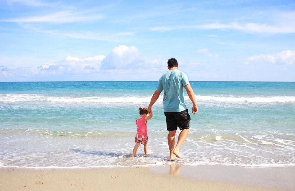 Genitori single in vacanza. Foto da pixabay