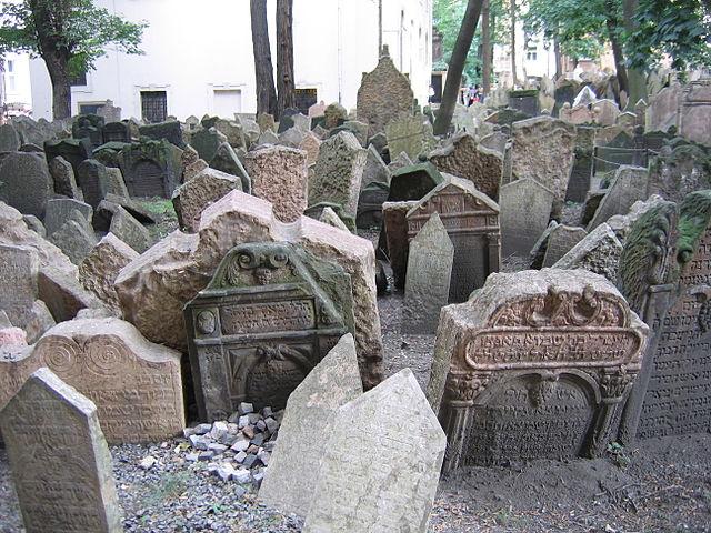 Vecchio Cimitero Ebraico, Praga – Foto di Wikimedia Commons
