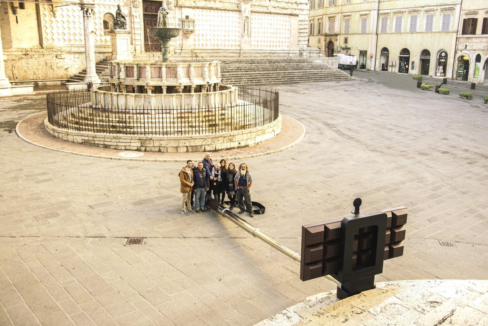Il Choco Selfie Stick, installazione unica al mondo