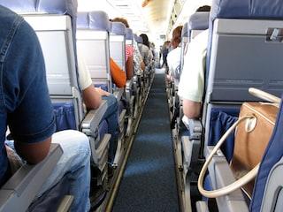 Come vestirsi quando si viaggia in aereo: comodità ma con stile